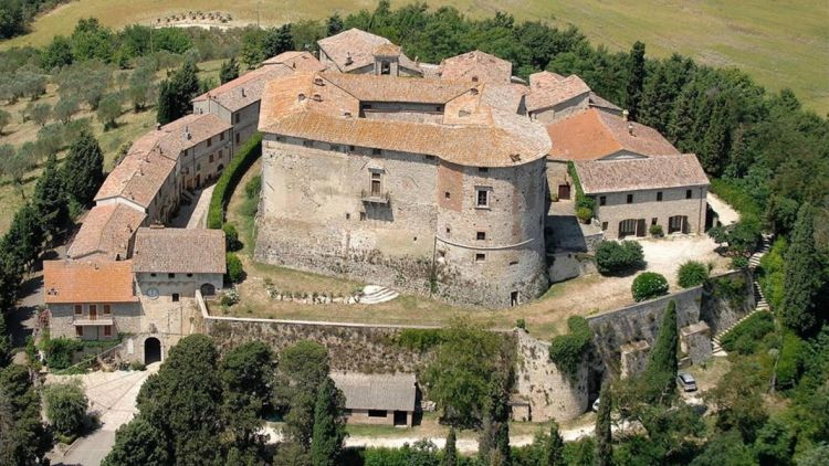 Buy this Italian castle and rule your own kingdom