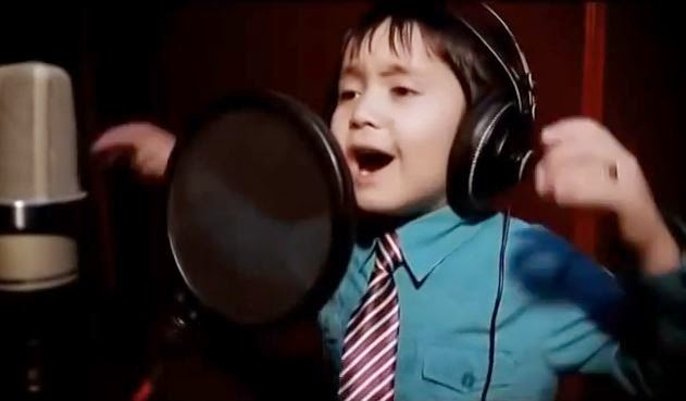 This boy is only 4 years. But you'll be amazed to hear his «I Will Always Love You»!